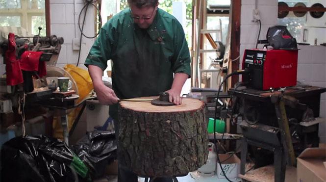 Δεν θα πιστεύετε τι έφτιαξε με ένα κομμάτι από κορμό δένδρου