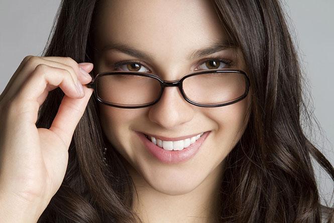 Γυναίκα με γυαλιά