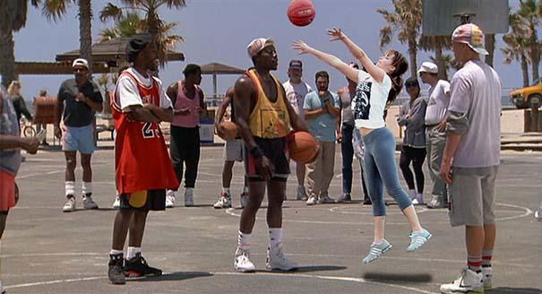 Η Jennifer Lawrence παίζει μπάσκετ και οι χρήστες του Photoshop ξεσαλώνουν (20)
