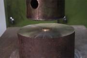 Κέρματα στην υδραυλική πρέσα