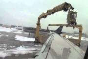 Ξεπαγώνοντας τα φτερά ενός αεροπλάνου