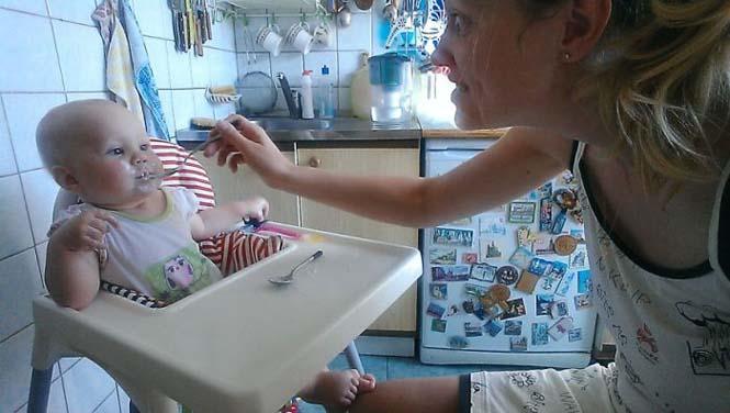 Νεαρή μητέρα καταγράφει την καθημερινότητα της με ένα selfie stick (7)
