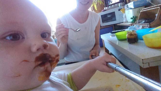 Νεαρή μητέρα καταγράφει την καθημερινότητα της με ένα selfie stick (8)