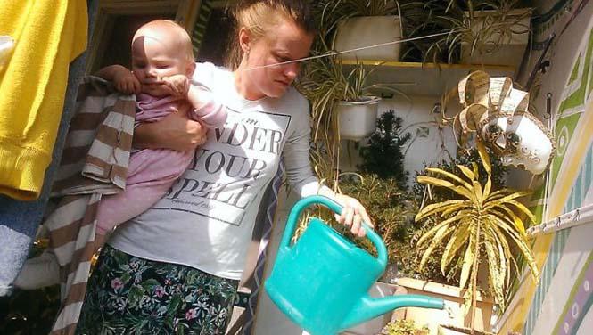 Νεαρή μητέρα καταγράφει την καθημερινότητα της με ένα selfie stick (10)