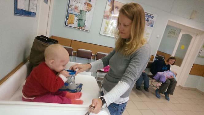 Νεαρή μητέρα καταγράφει την καθημερινότητα της με ένα selfie stick (12)