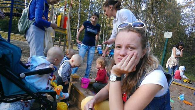 Νεαρή μητέρα καταγράφει την καθημερινότητα της με ένα selfie stick (13)