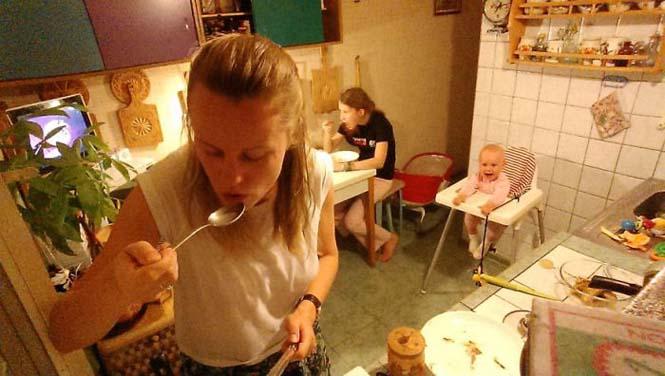 Νεαρή μητέρα καταγράφει την καθημερινότητα της με ένα selfie stick (18)