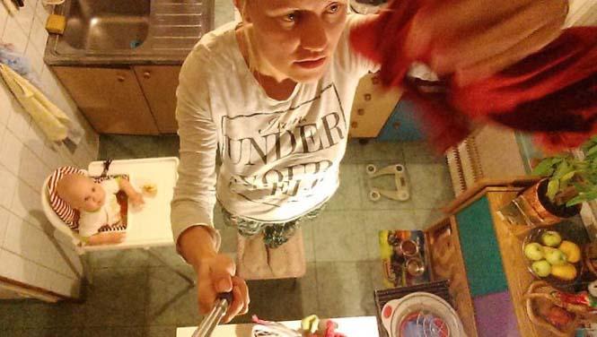 Νεαρή μητέρα καταγράφει την καθημερινότητα της με ένα selfie stick (21)