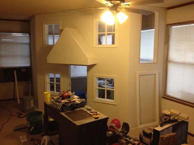 Πατέρας μετέτρεψε ένα ολόκληρο δωμάτιο για τα παιδιά του (11)
