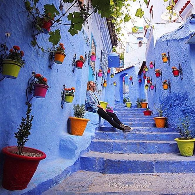 Ένα σοκάκι στην μπλε πόλη του Σεφσάουεν στο Μαρόκο | Φωτογραφία της ημέρας