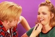 Άνδρες δοκιμάζουν να κάνουν μακιγιάζ στην κοπέλα τους