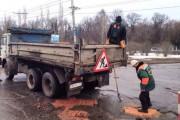Επισκευάζοντας λακκούβες στους δρόμους της Ρωσίας (1)