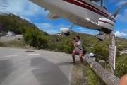 Φωτογράφος παραλίγο να χτυπηθεί από αεροπλάνο για μια φωτογραφία (1)
