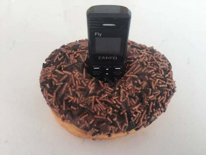 Ίσως το μικρότερο κινητό τηλέφωνο στον κόσμο (5)