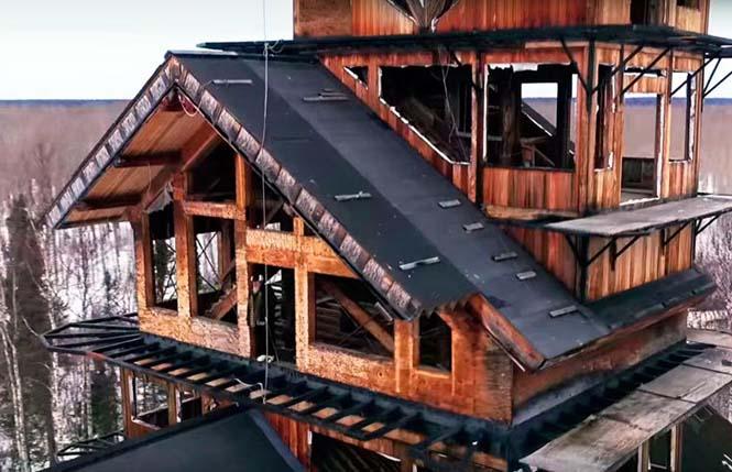 Κατασκεύασε μόνος του μια καλύβα ύψους 55 μέτρων στην Αλάσκα (5)