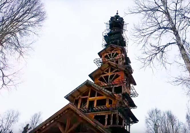 Κατασκεύασε μόνος του μια καλύβα ύψους 55 μέτρων στην Αλάσκα (6)