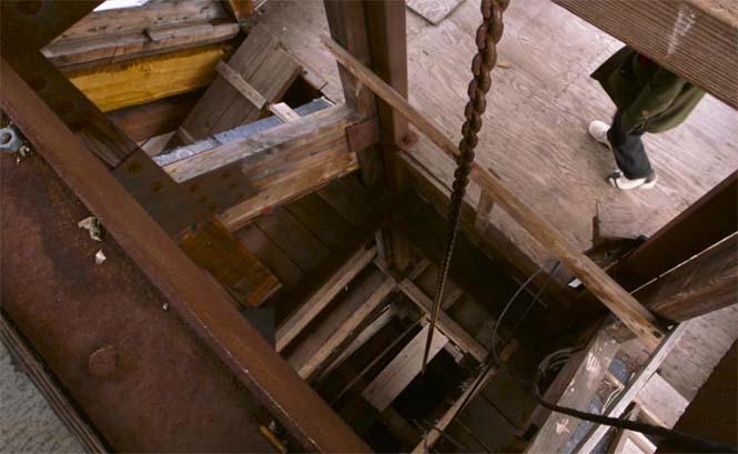 Κατασκεύασε μόνος του μια καλύβα ύψους 55 μέτρων στην Αλάσκα (8)