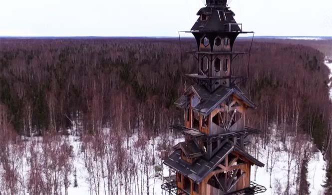 Κατασκεύασε μόνος του μια καλύβα ύψους 55 μέτρων στην Αλάσκα (11)