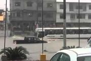 Λεωφορείο στην πλημμύρα