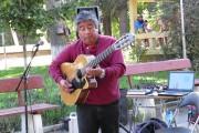 Μουσικός του δρόμου στη Χιλή θα σας αφήσει άφωνους
