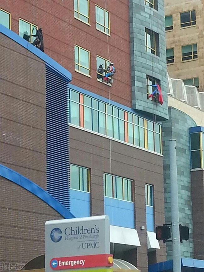 Καθαριστές τζαμιών στο Children's Hospital του Pittsburgh | Φωτογραφία της ημέρας