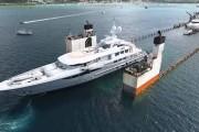 Πλοίο που μεταφέρει yacht