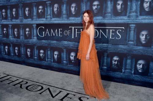 Οι πρωταγωνιστές του Game Of Thrones φόρεσαν τα καλά τους για την πρεμιέρα της 6ης σεζόν (19)