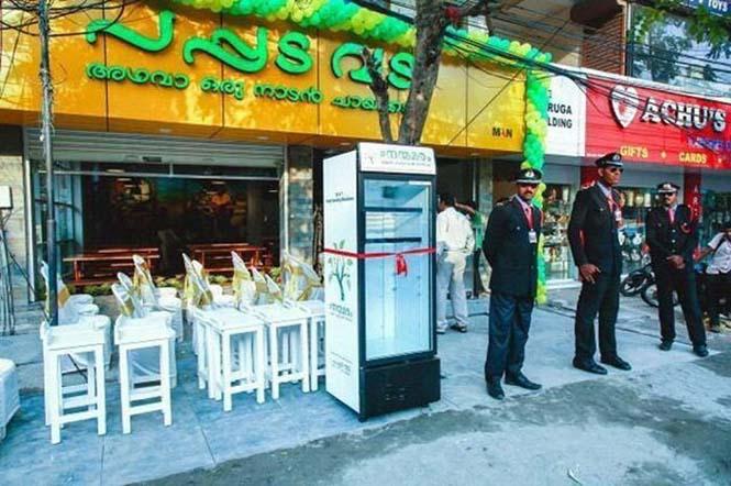 Εστιατόριο τοποθέτησε ψυγείο στο δρόμο για να τρώνε όσοι έχουν ανάγκη (2)