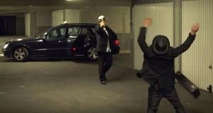 Ο Remi Gaillard σε ρόλο μαφιόζου τρελαίνει έναν οδηγό ταξί (Video)