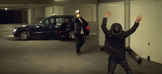 Ο Remi Gaillard σε ρόλο μαφιόζου τρελαίνει έναν οδηγό ταξί