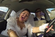 3 θεότρελοι Ρώσοι δίνουν ρεσιτάλ σε ένα αυτοκίνητο και τρελαίνουν το Internet