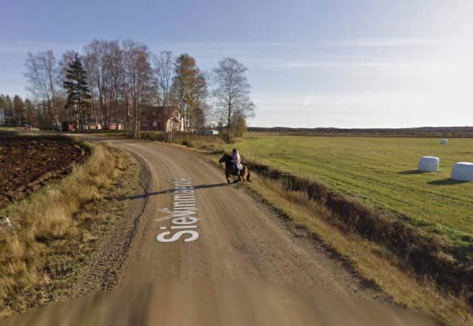 Δείτε τι συνέβη όταν ένα άλογο συνάντησε το αυτοκίνητο του Google Street View (2)