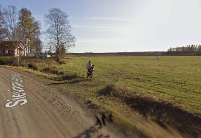 Δείτε τι συνέβη όταν ένα άλογο συνάντησε το αυτοκίνητο του Google Street View (4)