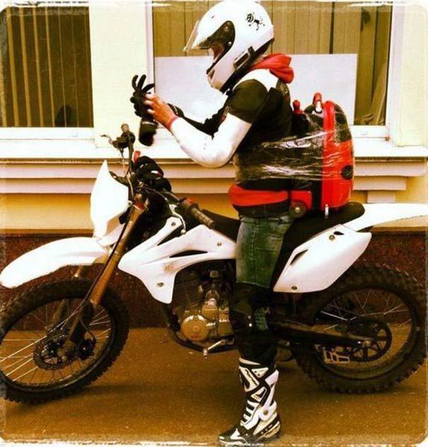 Τρελά και απίστευτα σκηνικά με μοτοσυκλέτες (5)