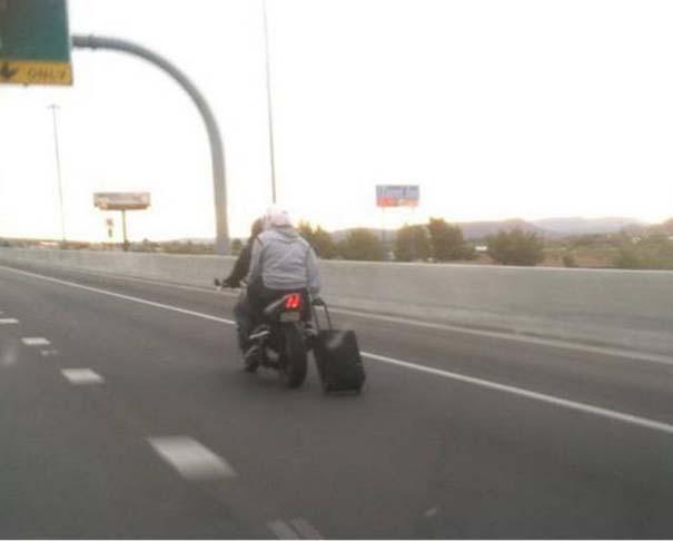 Τρελά και απίστευτα σκηνικά με μοτοσυκλέτες (8)