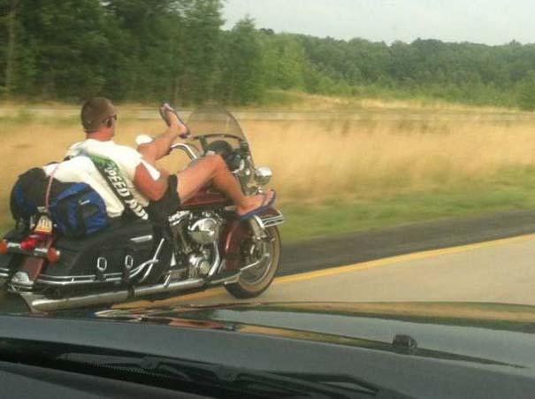 Τρελά και απίστευτα σκηνικά με μοτοσυκλέτες (9)