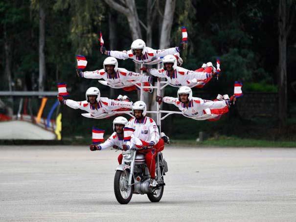 Τρελά και απίστευτα σκηνικά με μοτοσυκλέτες (12)