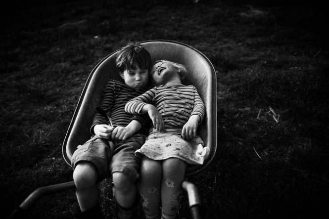 Μητέρα φωτογραφίζει την χωρίς τεχνολογία καθημερινότητα των παιδιών της (1)