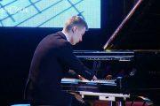 16χρονος χωρίς δάχτυλα παίζει μαγευτικά πιάνο