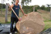 Δείτε πως αυτός ο άνδρας μετέτρεψε μια τεράστια πέτρα σε εντυπωσιακό γλυπτό (1)