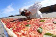 Σεφ από τη Νάπολη έφτιαξαν την μακρύτερη πίτσα στον κόσμο (1)