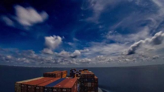 Δείτε τον κόσμο από ένα πλοίο container σε αυτό το μαγευτικό βίντεο