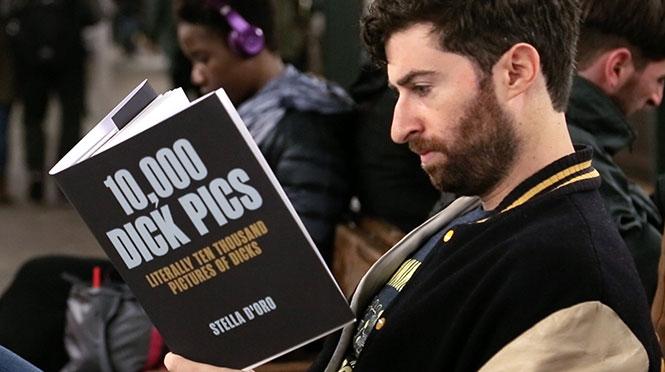 Διαβάζοντας βιβλία με εξωφρενικούς τίτλους στο μετρό #2