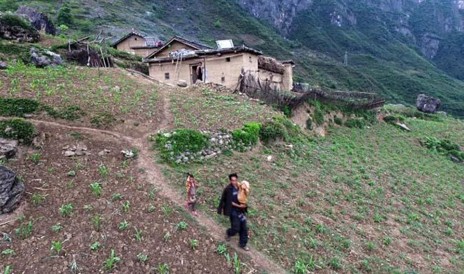 Τα παιδιά αυτού του απομακρυσμένου χωριού στην Κίνα πάνε σχολείο (9)