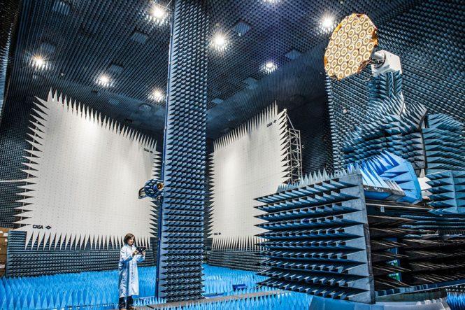 Το δωμάτιο στο οποίο τεστάρονται οι δορυφόροι | Φωτογραφία της ημέρας