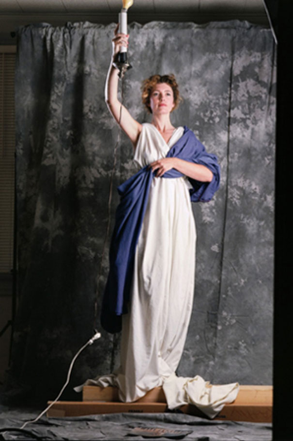 Η θρυλική φιγούρα που πόζαρε ως μοντέλο για μια και μόνο φωτογράφηση | Φωτογραφία της ημέρας