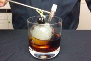 Δείτε πως φτιάχνεται το εκπληκτικό «Smoke Bomb» cocktail