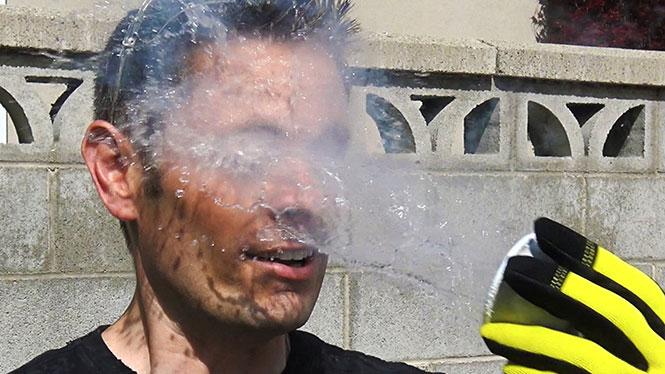 Τι θα συμβεί αν ρίξεις υγρό άζωτο στο πρόσωπο σου