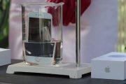 Τι θα συμβεί αν βυθίσεις ένα iPhone σε οξύ;