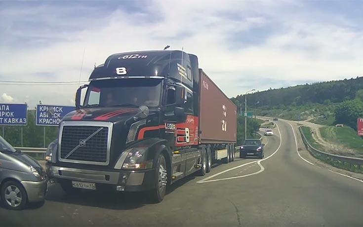 Τρελά και απρόσμενα στιγμιότυπα με φορτηγά